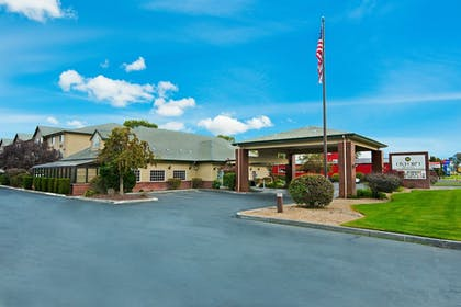 Featured Image | Oxford Suites Hermiston