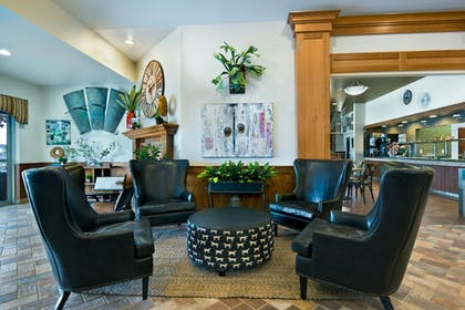 Lobby Sitting Area | Oxford Suites Hermiston