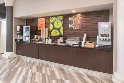 Breakfast Area | La Quinta Inn & Suites by Wyndham St. Louis Westport
