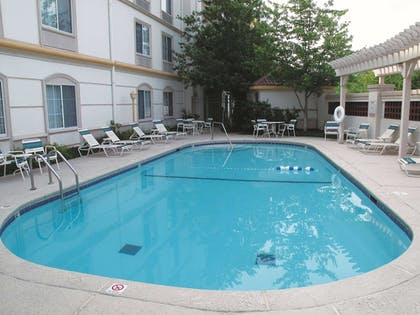 Pool | La Quinta Inn & Suites by Wyndham St. Louis Westport