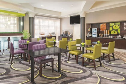 Dining | La Quinta Inn & Suites by Wyndham St. Louis Westport