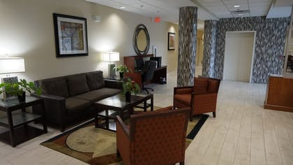 Lobby Sitting Area | Best Western Airport Inn & Suites Cleveland