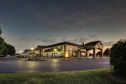 Hotel Front - Evening/Night | Wingfield Inn & Suites