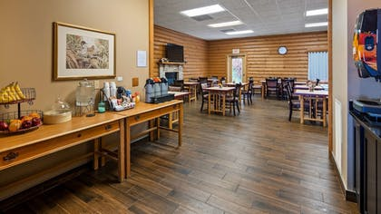 Breakfast Area | Best Western Dodgeville Inn & Suites