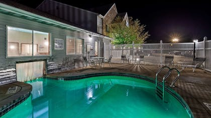 Outdoor Pool | Best Western Dodgeville Inn & Suites