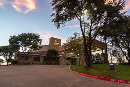 Hotel Front - Evening/Night | Comfort Suites NW Dallas Near Love Field