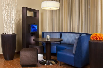 Hotel Lounge | Courtyard by Marriott New Orleans Covington/Mandeville