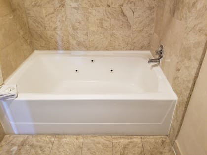 Jetted Tub | Quality Inn & Suites Anaheim Maingate