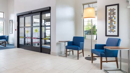Lobby | Holiday Inn Express & Suites Hood River