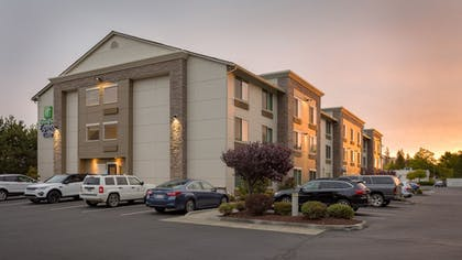 Parking | Holiday Inn Express & Suites Hood River