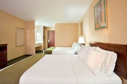 Guestroom | Holiday Inn Express & Suites Sycamore