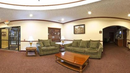 Lobby Sitting Area | Holiday Inn Express & Suites Sycamore