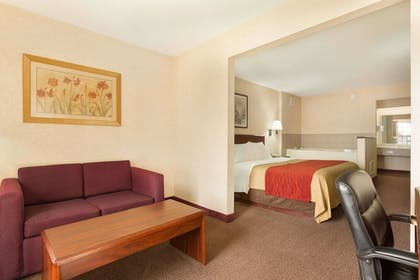 | Suite, 2 Double Beds | Baymont by Wyndham Springfield