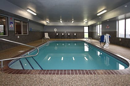 Indoor Pool | New Victorian Inn & Suites in Sioux City, IA