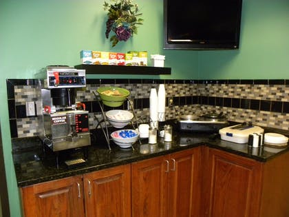 Breakfast Area | New Victorian Inn & Suites in Sioux City, IA