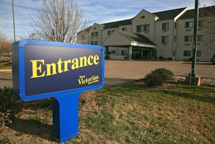 Hotel Entrance | New Victorian Inn & Suites in Sioux City, IA
