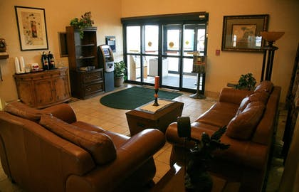 Lobby Sitting Area | New Victorian Inn & Suites in Sioux City, IA