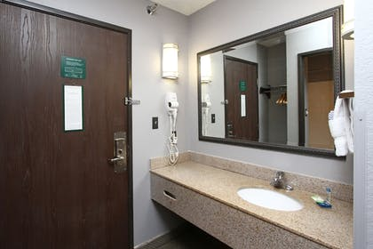 Guestroom | New Victorian Inn & Suites in Sioux City, IA