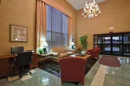 Lobby | Holiday Inn Express Hotel & Suites Wilson - Hayes Place