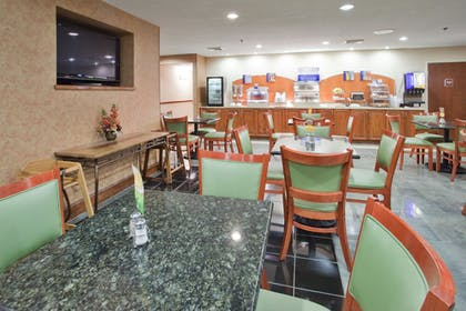 Restaurant | Holiday Inn Express Hotel & Suites Wilson - Hayes Place
