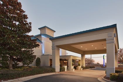 Exterior | Holiday Inn Express Hotel & Suites Wilson - Hayes Place