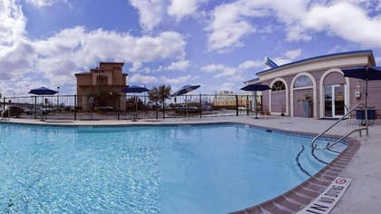 Outdoor Pool   Wingate by Wyndham San Marcos