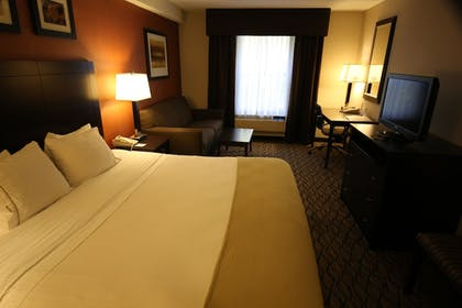 Guestroom | Holiday Inn Express Hotel & Suites Danbury - I-84