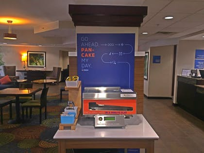 Restaurant | Holiday Inn Express Hotel & Suites Danbury - I-84