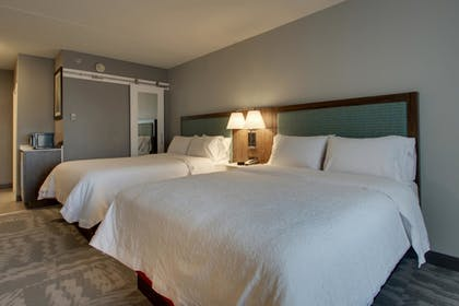 Guestroom | Hampton Inn & Suites Chicago/Aurora