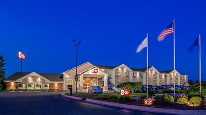 Hotel Front - Evening/Night | Best Western Plus Flint Airport Inn & Suites