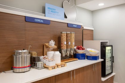 Breakfast buffet | Holiday Inn Express and Suites Kearney