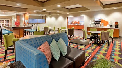 Lobby Sitting Area | Holiday Inn Express and Suites Kearney