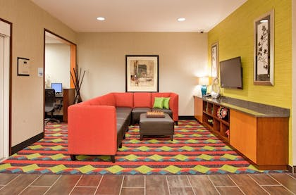 Business Center | Holiday Inn Express and Suites Kearney