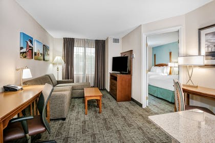 Guestroom | Staybridge Suites Round Rock