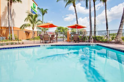 Pool | Holiday Inn Express & Suites Ft. Lauderdale Airport West