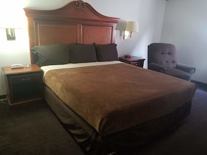 Guestroom | Dodge House Hotel & Convention Center
