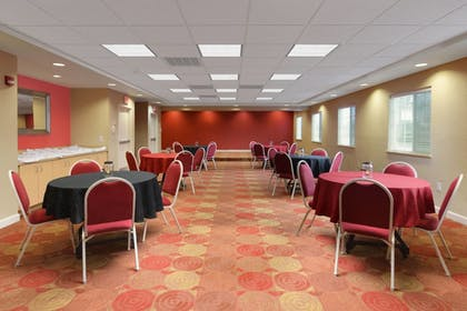Meeting Facility | TownePlace Suites by Marriott Lake Jackson Clute