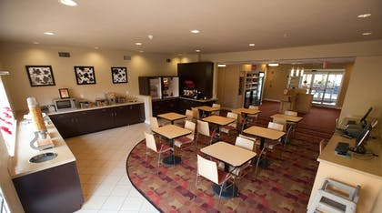 Breakfast Area | TownePlace Suites by Marriott Lake Jackson Clute
