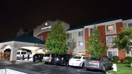 Hotel Front - Evening/Night | Best Western Plus Airport Inn & Suites