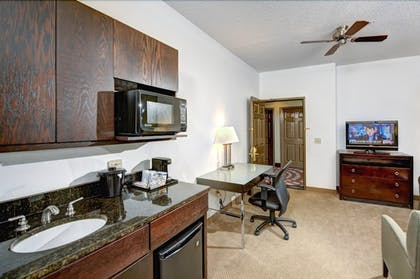 Guestroom   Holiday Inn Express Hotel & Suites Chicago-Deerfield/Lincoln