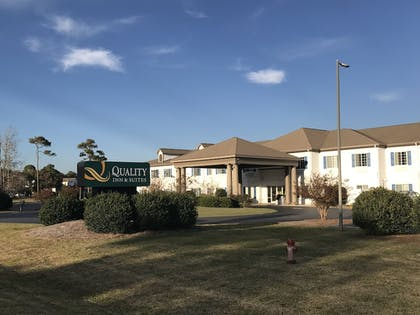 Hotel Front   Quality Inn & Suites Sneads Ferry - North Topsail Beach