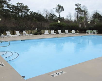 Pool   Quality Inn & Suites Sneads Ferry - North Topsail Beach