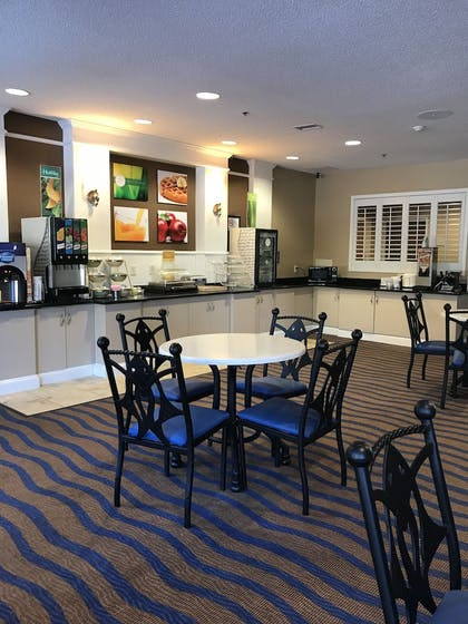 Breakfast Area   Quality Inn & Suites Sneads Ferry - North Topsail Beach