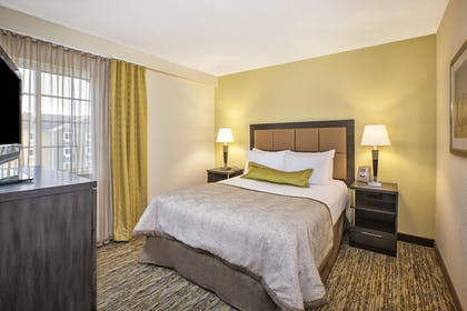 Guestroom | Candlewood Suites Indianapolis