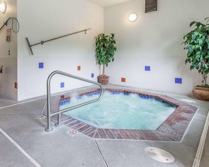 Pool | Comfort Inn Conference Center Tumwater - Olympia