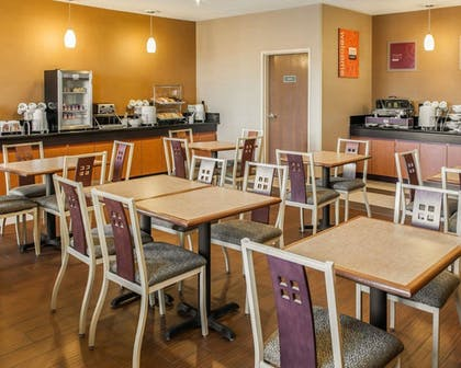Breakfast Area | Comfort Suites NE Indianapolis Fishers