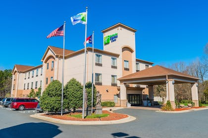 Featured Image   Holiday Inn Express & Suites Albermarle