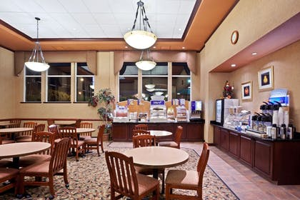 Restaurant | Holiday Inn Express Hotel & Suites Portland-NW Downtown