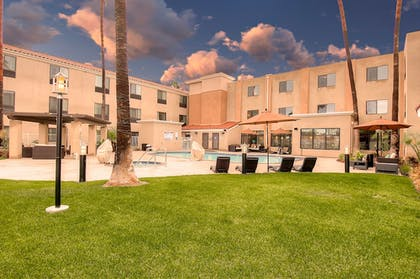 Exterior | Holiday Inn Express Hotel & Suites Carlsbad Beach