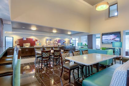 Restaurant | Holiday Inn Express Hotel & Suites Carlsbad Beach